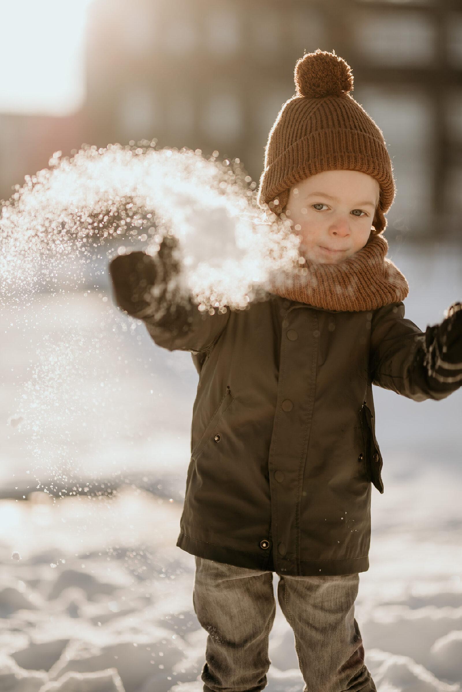 vliegende sneeuw jongen muts fotoshoot Oldenzaal