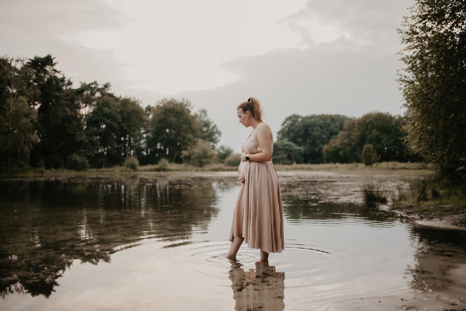 buursermeertje zwanger in het water