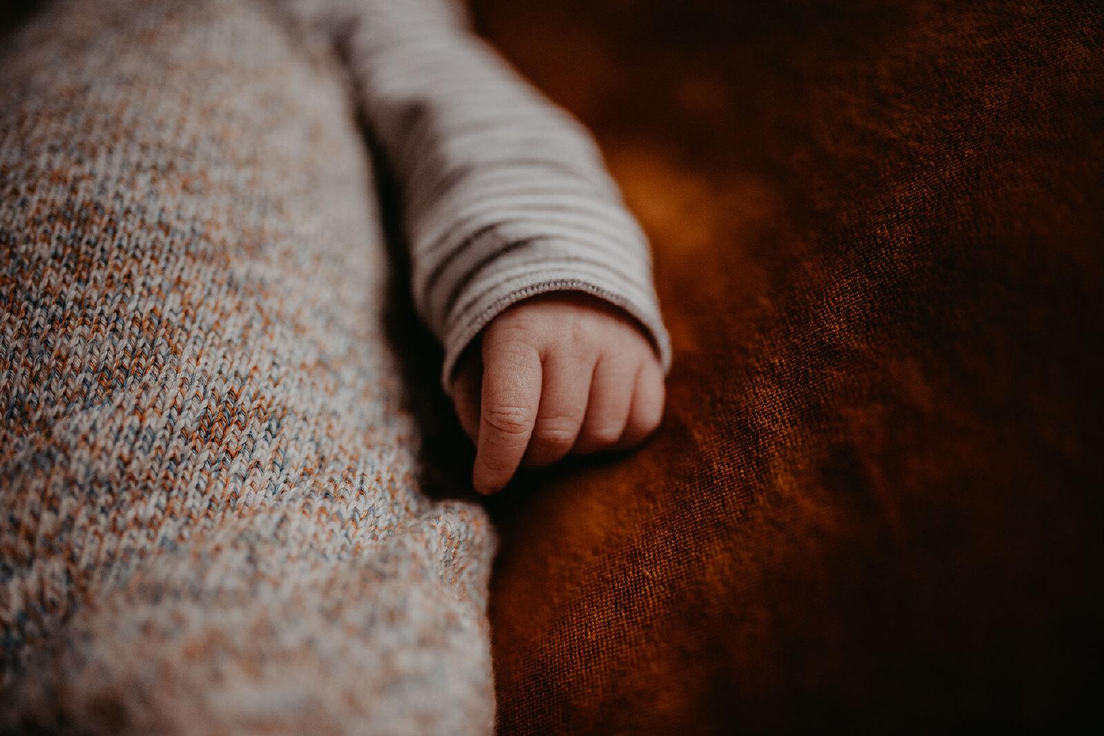 newborn details handen