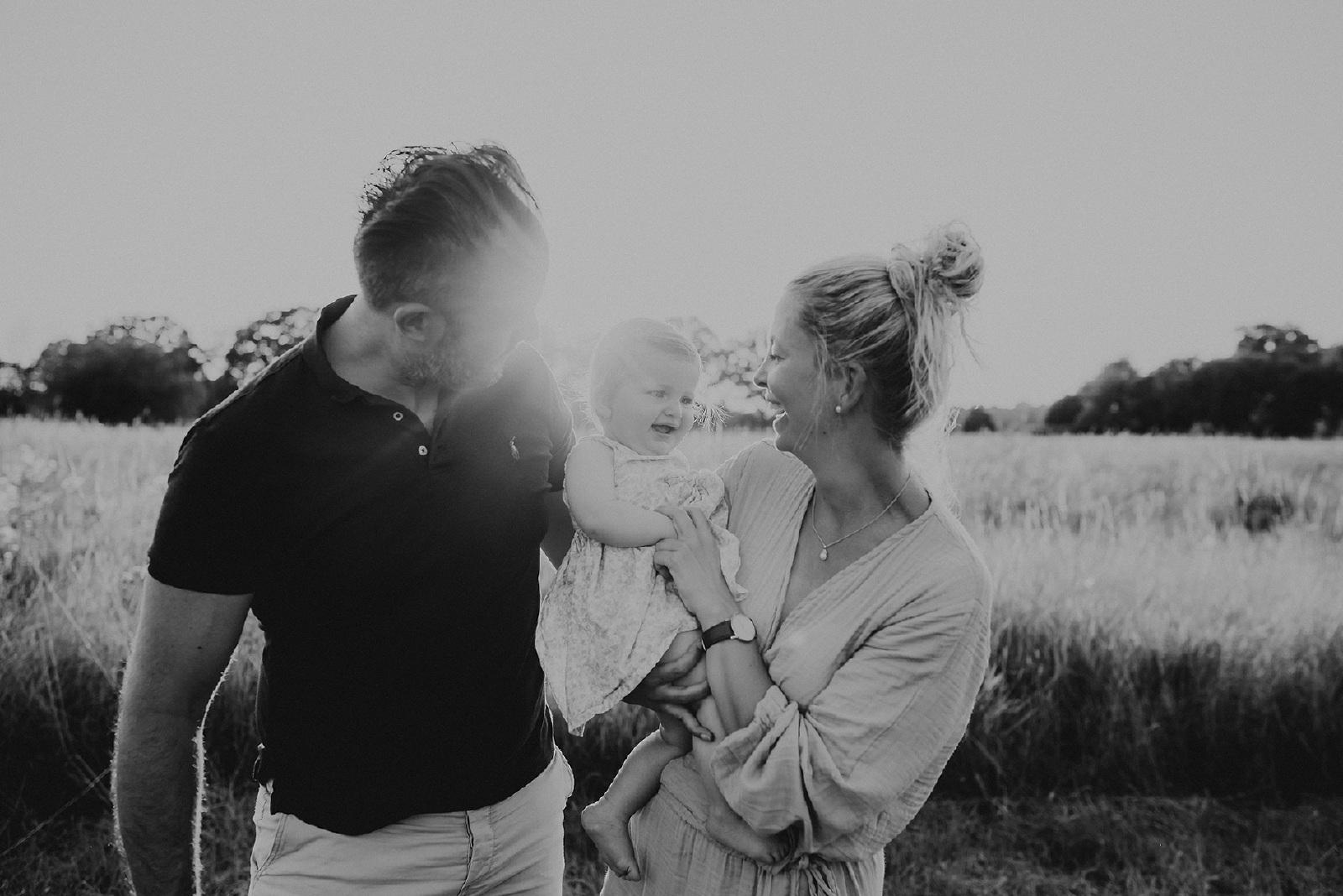 zwart.wit familie fotoshooting met baby in Hengelo