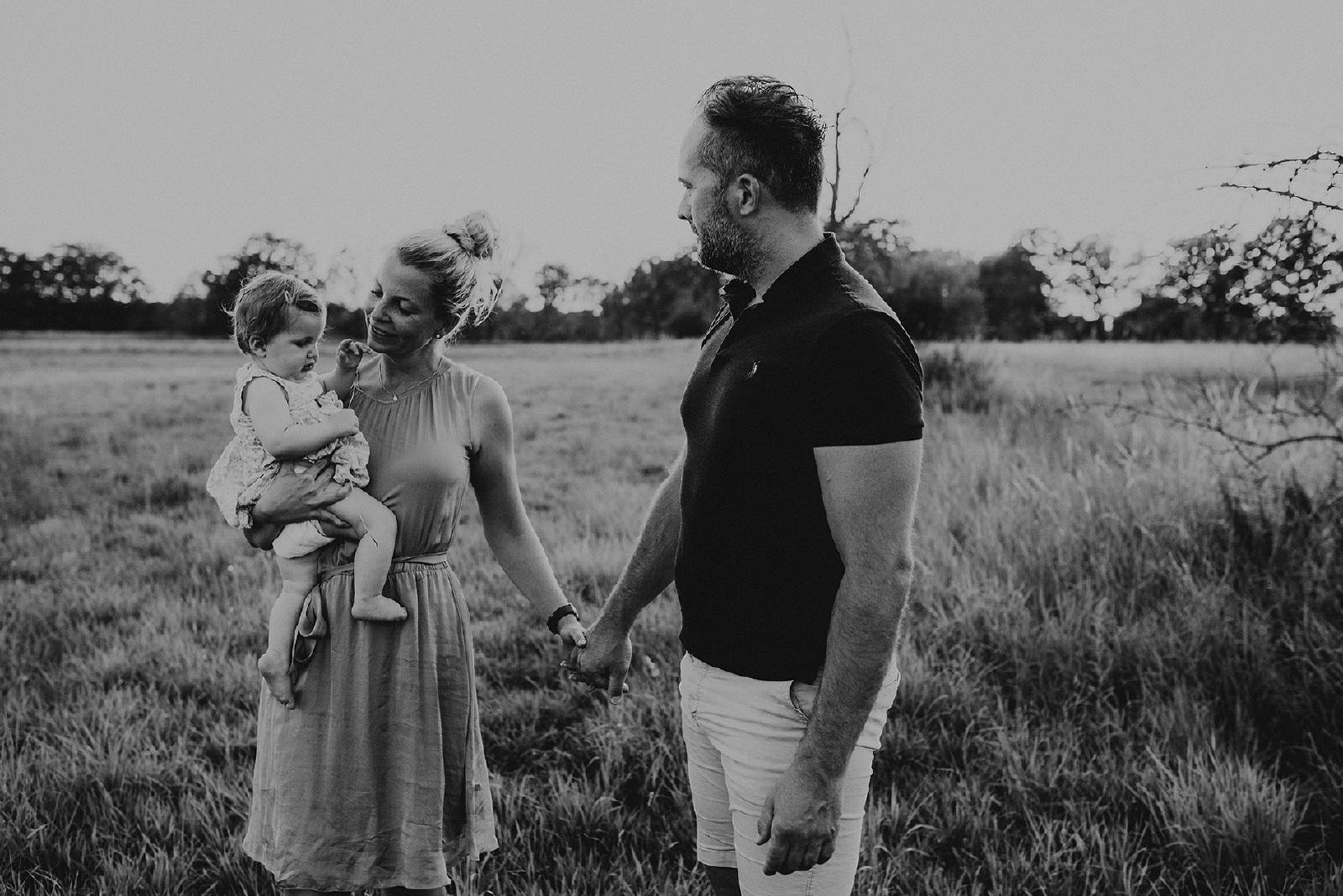 zwart.wit fotografie familie samen in Hengelo