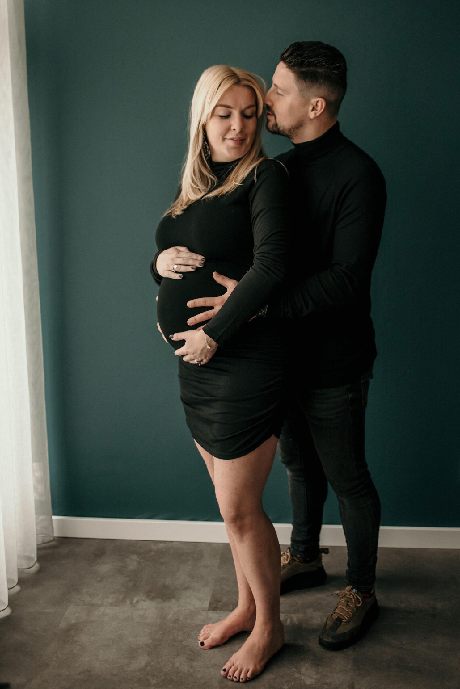 fotoshoot thuis zwanger met mama en papa