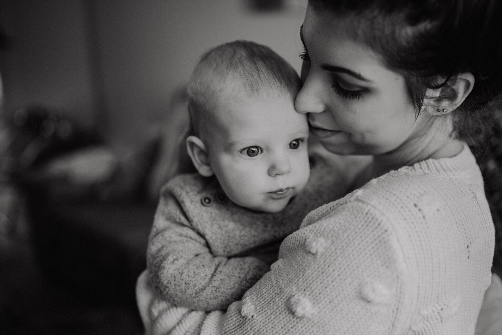 zwart-wit Baby fotograaf Enschede thuis